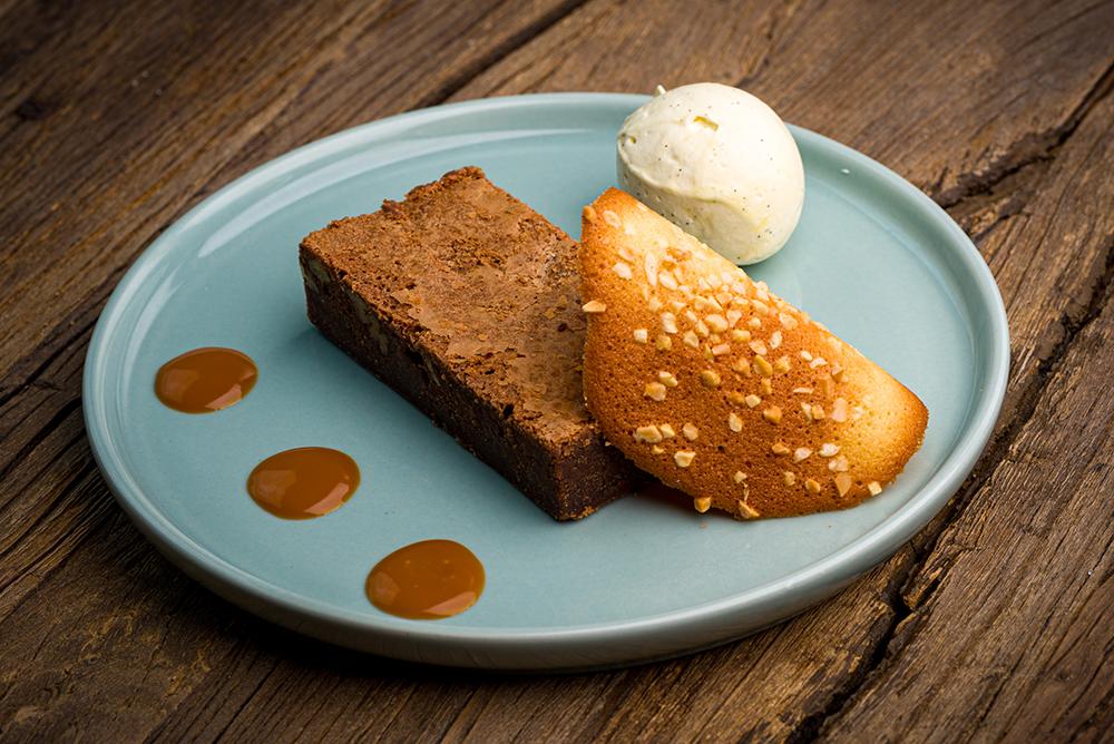 Roiffé-dessert- brownie au chocolat accompagné de sa glace vanille