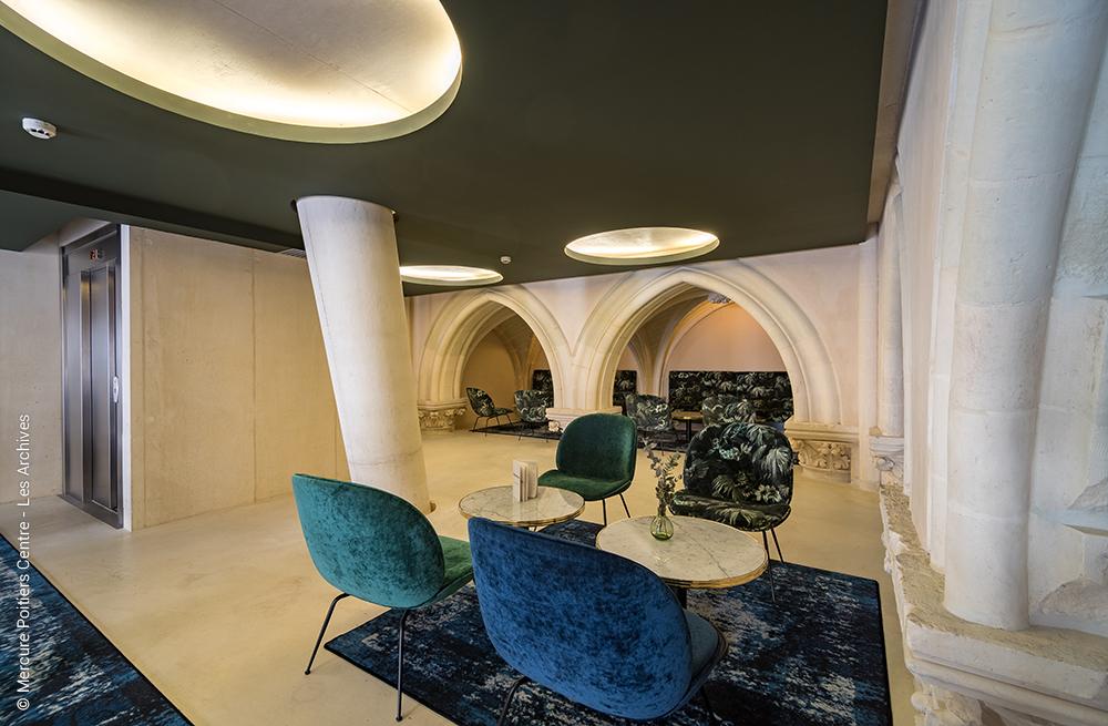 LES ARCHIVES - Hotel Mercure - petit salon au calme situé à l'étage du restaurant