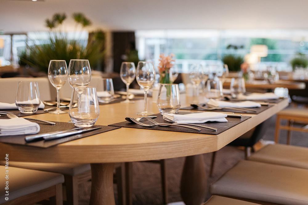 grande table au restaurant du Bois de la Marche - Fontaine le Comte